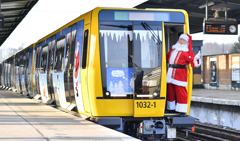 Weihnachtsmann Wolfgang fürdie BVG Weihnachts-U-Bahn